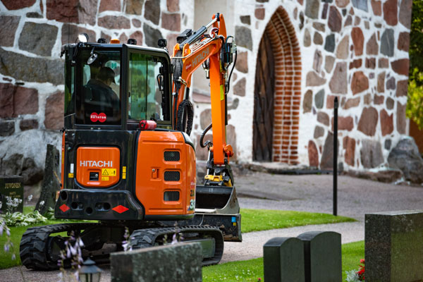 The Church of Hollola is Using the DYNASET HVB Hydraulic Vibra