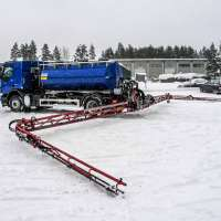 DYNASET-De-Icing-Technology-Parking-lot-2-Spreading-De-Icer-web.jpg